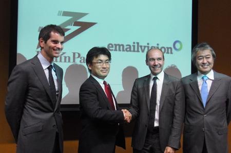 株式会社ブレインパッド代表取締役社長 草野隆史氏(画面中央左)とEmailvision CEO ニック・ヘイズ氏(画面中央右)