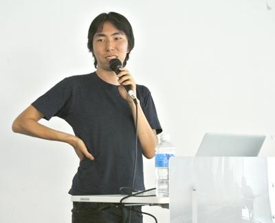 iPhoneアプリ作家の深津貴之氏。ブログ「fladdict.net」で日々さまざまな考えを綴っている。