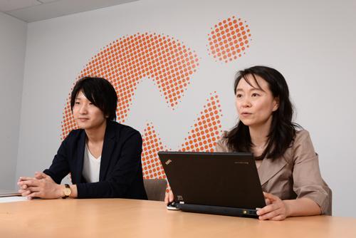 株式会社マネーフォワード マーケティング部 森裕子(写真右)エンジニア 細谷直樹(写真左)