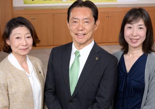 (左)藤原 睦美氏(中央)井崎 義治氏(右)河尻 和佳子氏