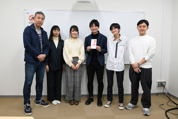 最優秀賞のC班。左から2番目の女性はパルコの安藤彩子氏、一番右はパルコの高森氏