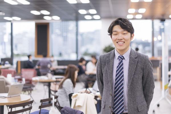 株式会社リクルート マーケティング室 スタディサプリENGLISH 担当マネージャー 奥田真嘉(おくだ まさよし)氏1989年生まれ、奈良県出身。慶應義塾大学環境情報学部卒。2013年、リクルート入社。「ゼクシィ」にて、WEBマーケティングを担当後、子会社経営企画・事業開発担当を経て、「スタディサプリENGLISH」へ。2020年より、オンライン・オフラインのプロモーション全般を統括するマーケティング室のスタディサプリENGLISH担当グループマネージャー。