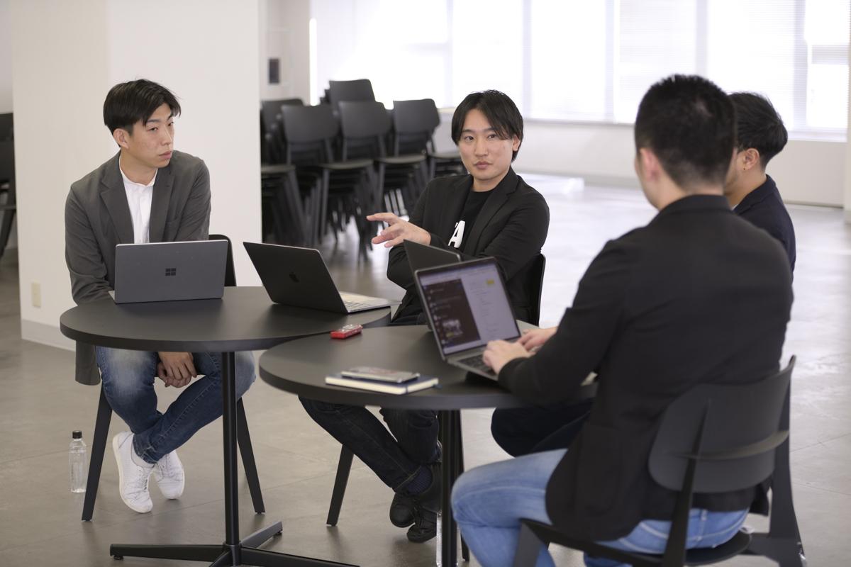取材の様子 (左)才流 代表取締役 栗原 康太氏 (右)HERP 代表取締役 CEO 庄田 一郎氏